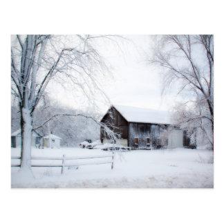 Cartão Postal Nevado no celeiro do Natal