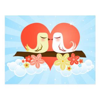 Cartão Postal Pássaros do amor no coração do céu azul e no