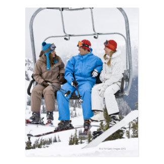 Cartão Postal Pessoas no elevador de esqui,