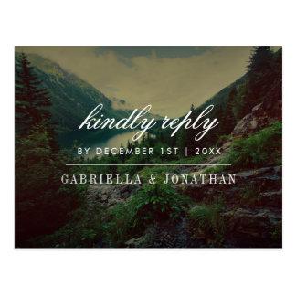 Cartão Postal Pinhos, montanhas & lago românticos | RSVP moderno