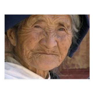Cartão Postal Província de Yunnan do chinês da mulher adulta da