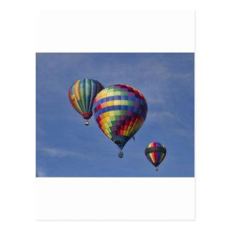 Cartão Postal Raça colorida do balão de ar quente