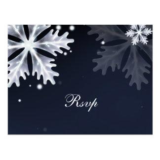 Cartão Postal Rsvp do casamento no inverno dos flocos de neve