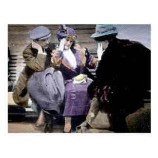 Cartão Postal Sobreviventes titânicos do RMS na plataforma de