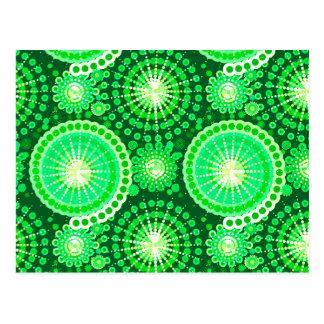Cartão Postal Starbursts e pinwheels, verde escuro do pinho