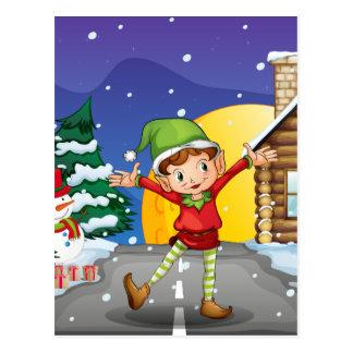 Cartão Postal Um duende que aprecia a neve