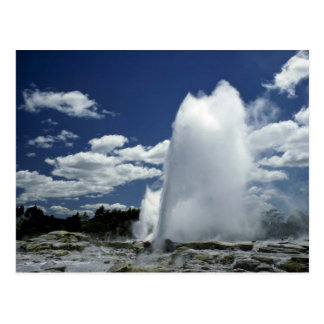 Cartão Postal Whakarewarewa, geyser de Pohutu, Rotorua, Nova