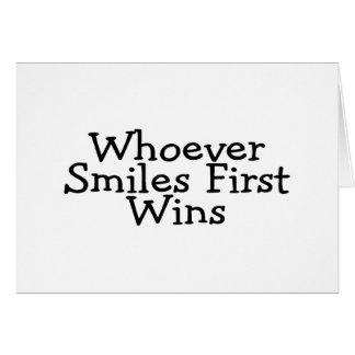 Cartão Quem quer que sorri primeiras vitórias