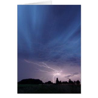 Cartão Relâmpago que golpeia durante o temporal