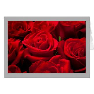 Cartão Rosas vermelhas do clássico dos namorados