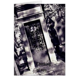 Cartão Roxo gótico do cemitério, pensamento sarcástico de