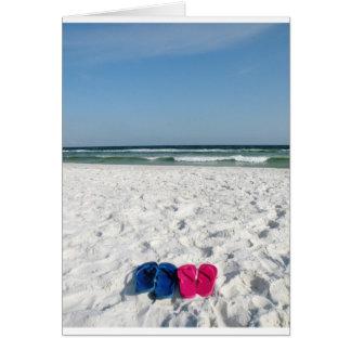 Cartão Seu e dela chinelos na praia