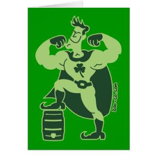 Cartão Super-herói psto cerveja do dia de Patrick de