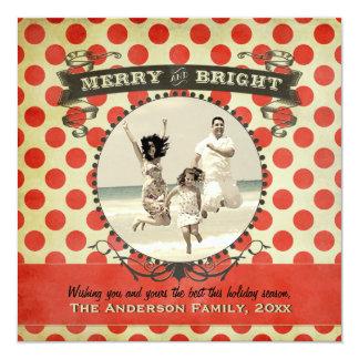 Cartão vermelho retro alegre e brilhante do convites