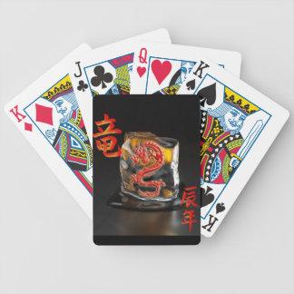 Cartões de jogo com o dragão chinês do fogo jogos de cartas