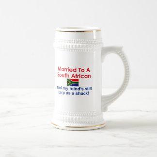 Casado a um sul - africano caneca de cerveja