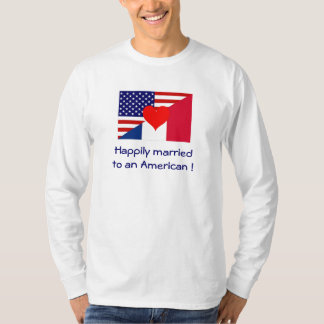 Casado feliz a um americano t-shirt