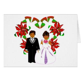 Casal do casamento do Natal com grinalda do coraçã Cartões