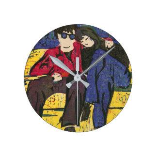 Casal no amarelo do vermelho azul do impressão do relógio redondo