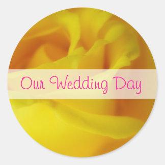Casamento cor-de-rosa de incandescência do amarelo adesivo