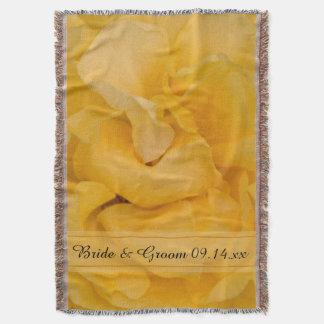 Casamento floral do rosa amarelo coberta