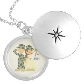 Casamento militar do soldado e da noiva colar medalhão