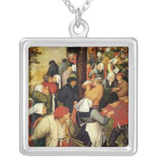 Casamento rústico, detalhe de pessoas da dança colar banhado a prata