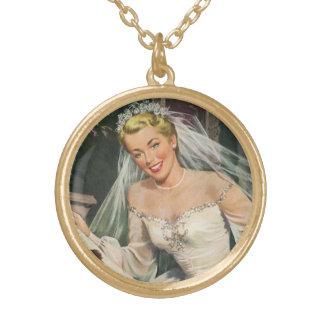 Casamento vintage, noiva retro com florista colar banhado a ouro