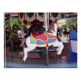 Cavalo antigo do carrossel cartão postal