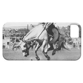 Cavalo bucking da equitação do homem no rodeio iPhone 5 capas