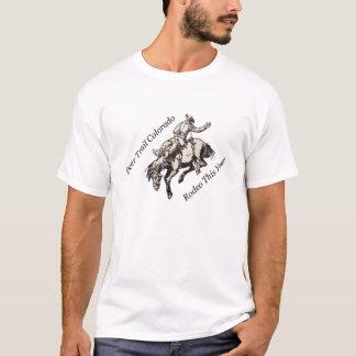 Cavalo Bucking do rodeio da fuga de cervos este Tshirt