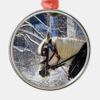 Cavalo de carruagem do Central Park, NYC Ornamento Redondo Cor Prata