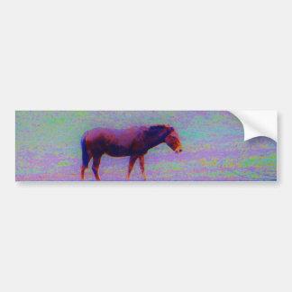 Cavalo em um CAMPO ROXO do ARCO-ÍRIS: adicione o n Adesivo Para Carro