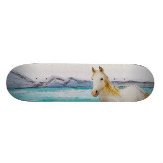 Cavalo em uma praia shape de skate 18,7cm