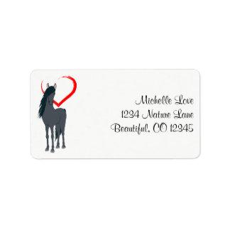 Cavalo preto bonito e endereço vermelho do coração etiqueta de endereço