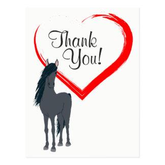Cavalo preto bonito e obrigado vermelho do coração cartão postal
