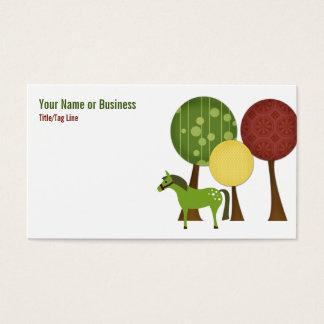 Cavalo retro e cartão de visita das árvores