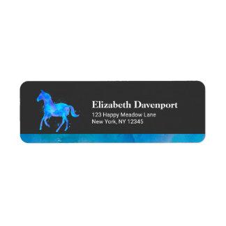 Cavalo selvagem na aguarela azul e roxa etiqueta endereço de retorno