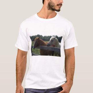Cavalo vermelho, cavalo branco camiseta