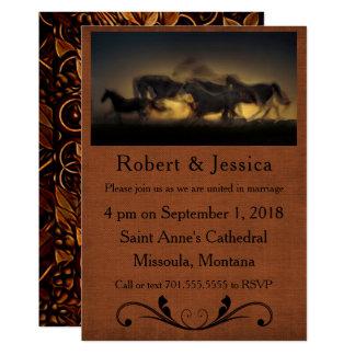 Cavalos selvagens que funcionam & fundo de Brown Convite 12.7 X 17.78cm
