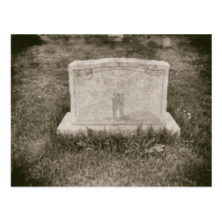 Cemitério velho assombrado antiguidade do cartão postal