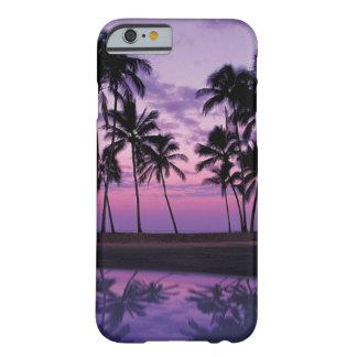 Cena colorida das palmeiras no por do sol capa barely there para iPhone 6