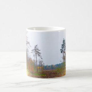 Cena da floresta caneca de café