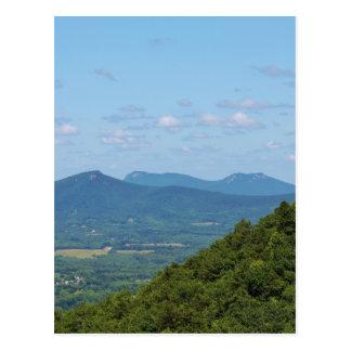 Cena da montanha cartão postal
