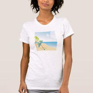 Cena da praia com guarda-chuva, palmeiras & bola d tshirt