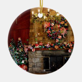 Cena do lugar do fogo do Natal Ornamento De Cerâmica Redondo