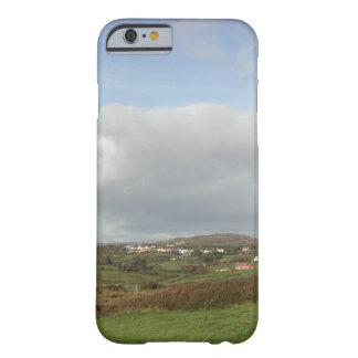 Cena irlandesa colorida da vila capa barely there para iPhone 6