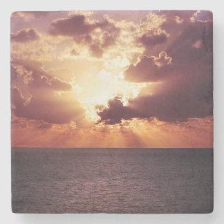 Cenário bonito do por do sol porta-copos de pedra