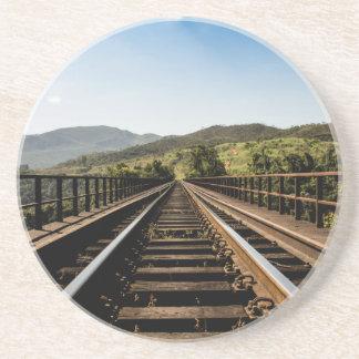 Cenário velho da natureza da ponte railway da porta copos de arenito