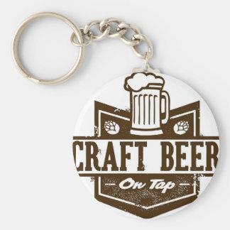 Cerveja do artesanato na torneira chaveiro